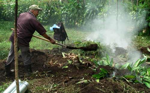 Covering the fire. Costa Rica, 7-10-06 - natasha